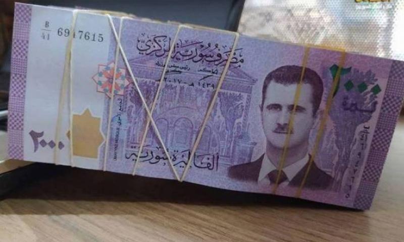 الليرة اللبنانية تتراجع أمام الدولار بعد فشل تشكيل حكومة