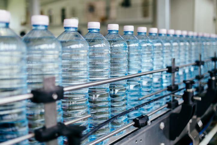 وزارة الصناعة تعيد المياه المعدنية إلى مجاريها..!
