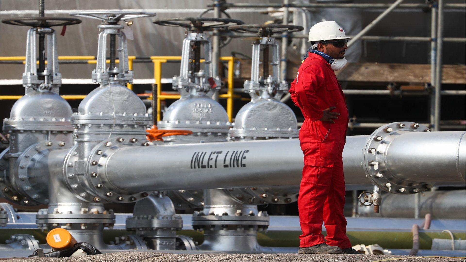 5 شركات عالمية تدخل حلبة المنافسة على صفقة أرامكو لأنابيب الغاز