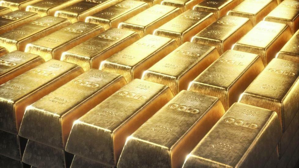الذهب يرتفع بفضل الإحجام عن المخاطرة ومخاوف حيال التضخم